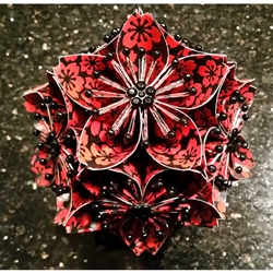 KUSUDAMA FLOWER WITH LACQUERED YUZEN